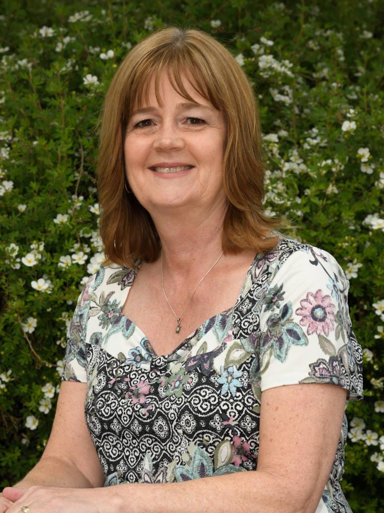 Nyla MacKintosh, Reception Salmon Arm Bookkeeping & Business Services